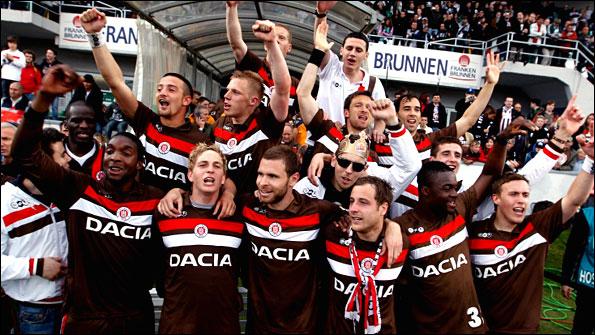 964823f7 Una estrecha amistad une al equipo alemán con varios conjuntos en el mundo  que comparten las ideas antifascistas y rebeldes de sus hinchadas, entre  ellos se ...